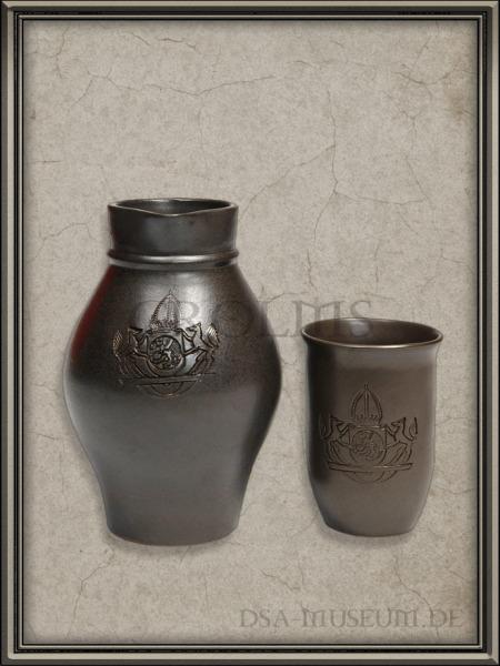 DSA_Schwarze_Auge_Museum_Merchandise_Akru_Becher_Krug_Ton_Kaiserwappen_Mittelreich.jpg_1