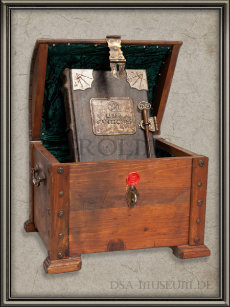 DSA_Schwarze_Auge_Museum_Limitiert_Liber_Cantiones_Crafted_Collectibles_Prototyp_Truhe